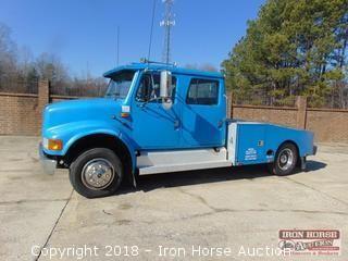 1999 International 4700 LP Fifth Wheel Toter Truck