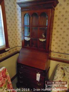 Lexington Hutch/Secretary