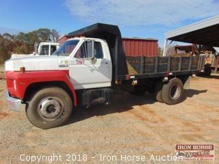 1983 Ford F-700 Dump Truck