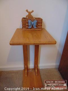 WOODEN TABLE AND BASKET