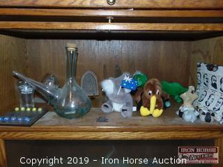 CONTENTS OF SHELF INCLUDING FOREIGN COCA COLA GLASS, STUFFED ANIMALS, GLASSWARE, STATUES