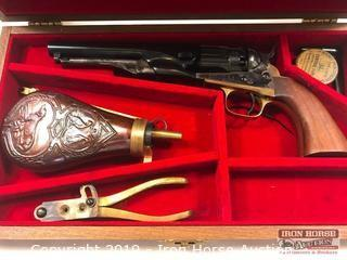 Auberti & Co 36 Cal Black Powder Pistol with Wood Case