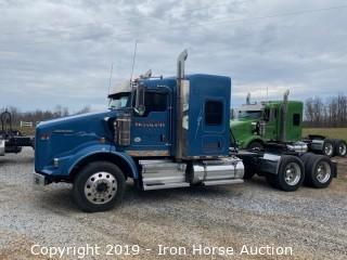 2018 Kenworth T800 Road Tractor w/ Sleeper Cab