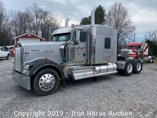 2010 Kenworth W900 Road Tractor w/ Aero Sleeper Cab