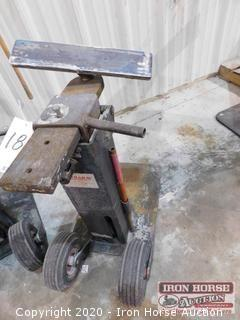 Yardarm Marine Projects Hydraulic  Jack.  Includes Jack Handle, Adjustable Arms, and Swivel Pads
