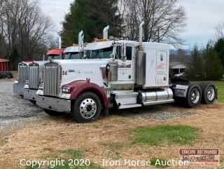 2000 Kenworth W900L Road Tractor w/ Sleeper Cab